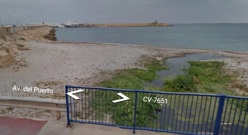 Los vertidos que llegan al mar en el barranco dels Arcs ponen en peligro una bandera azul de Altea