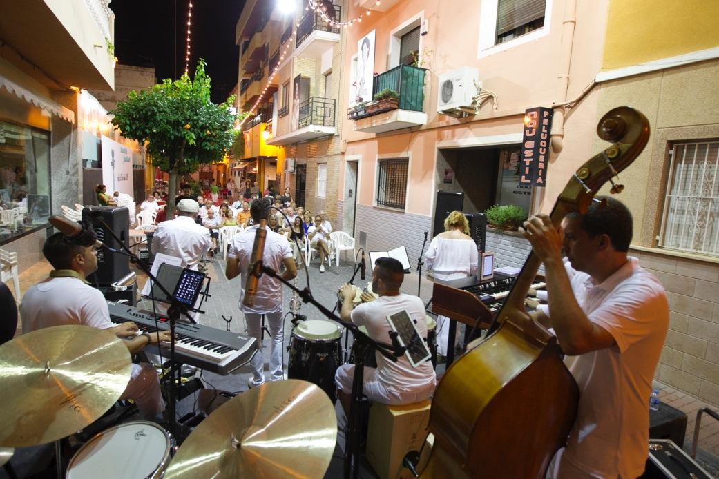 La música en directo ameniza las noches del Festival