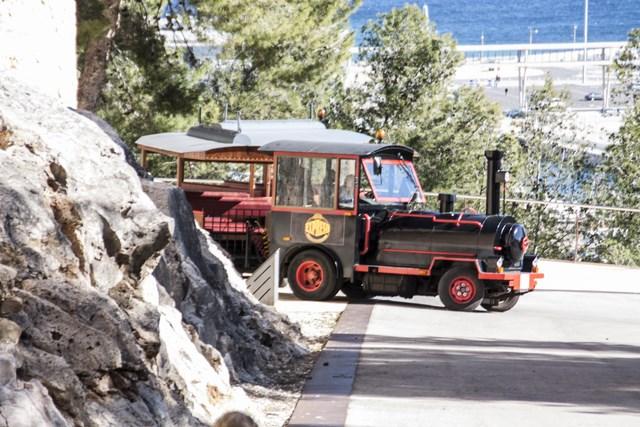 El tren turístico ya sube hasta el castillo de Dénia e incorporará indicaciones por megafonía para los viajeros