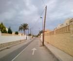 El tramo del Camí de les Deveses en el que los vecinos denuncian la falta de urbanización.