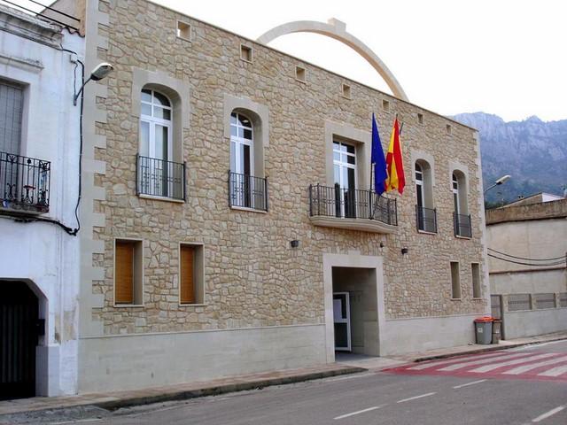 La Vall de Gallinera (609 hab.) debe más de 370.000 € y sólo tiene 66.572 en el banco