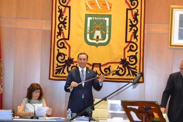 El PSOE de Calp cifra en 130.000 euros anuales el sueldo de César Sánchez entre sus tres cargos