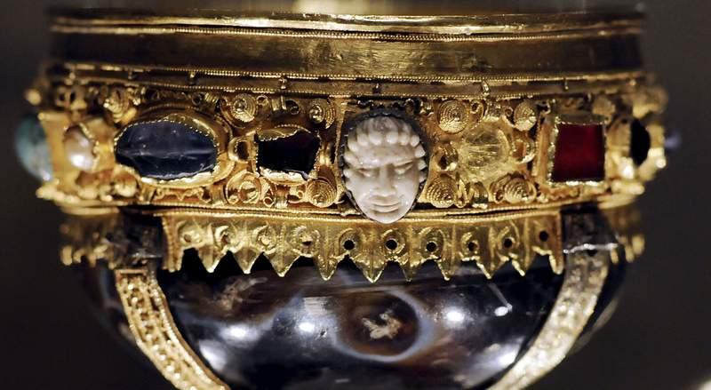 Dénia y León se unen gracias al Santo Grial y al Imperio Romano