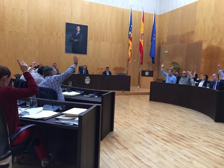 El pleno aprueba por unanimidad la adhesión a #XarxaLlibres y acoger refugiados sirios
