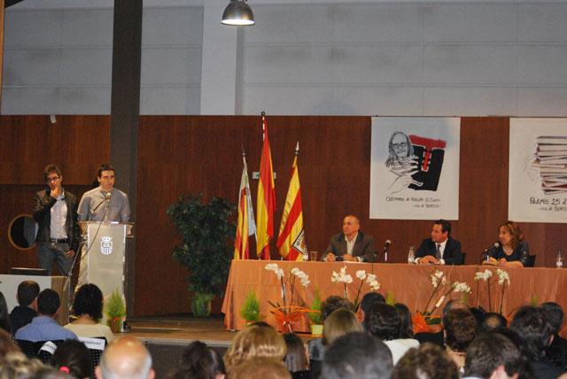 La investigación de Robert LLopis y Luís Botella obtuvo eb 2015 el premi 25 d'Abril. Foto de la entrega del premio