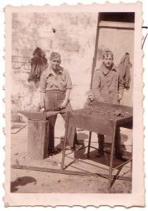 A la derecha, Ramón Ivars Vives, solado en la Guerra Civil