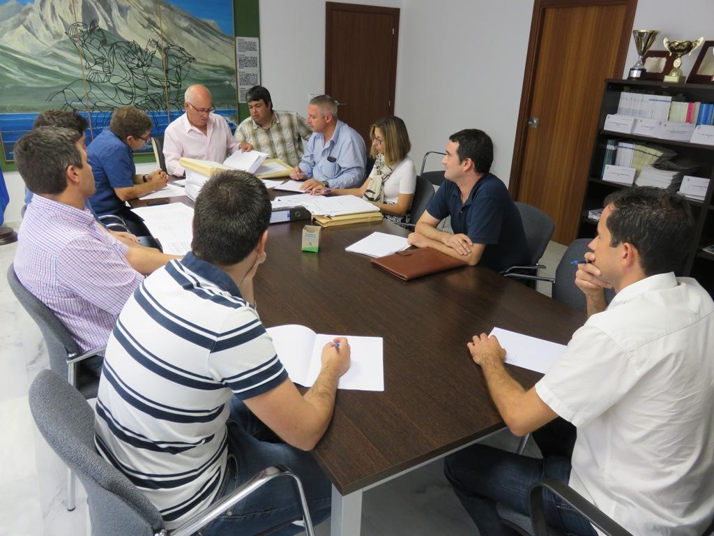 Finestrat anuncia que los vecinos podrán acudir a mesas de contratación y JGL mientras deniega a la oposición el acceso a los decretos