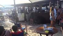 Actuación en directo en uno de los chiringuitos de La Vila