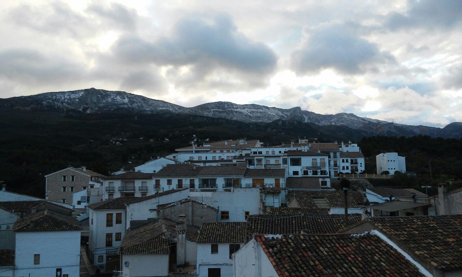 La nieve cubre la cumbre de Aitana