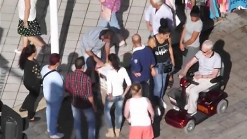 """Residentes ingleses se unen y convocan una manifestación en el ayuntamiento para denunciar el aumento de """"robos y timos"""""""