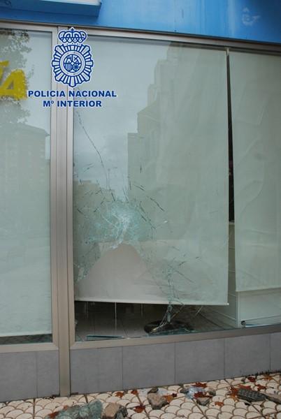 Dos detenidos por 26 robos con fuerza en viviendas y establecimientos de Benidorm
