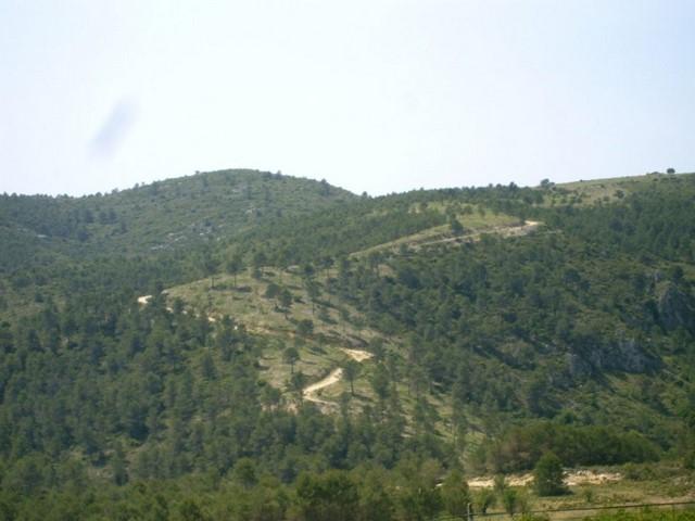 Visto bueno de la Generalitat a una nueva línea eléctrica en una zona de gran valor ambiental en la Vall d'Alcalà