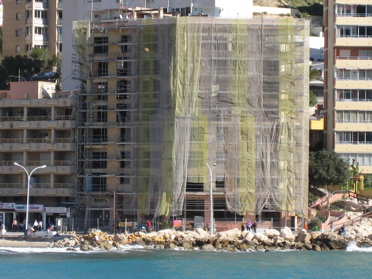 Finestrat sigue esperando la rehabilitación del solar del antiguo Ánfora cinco años después