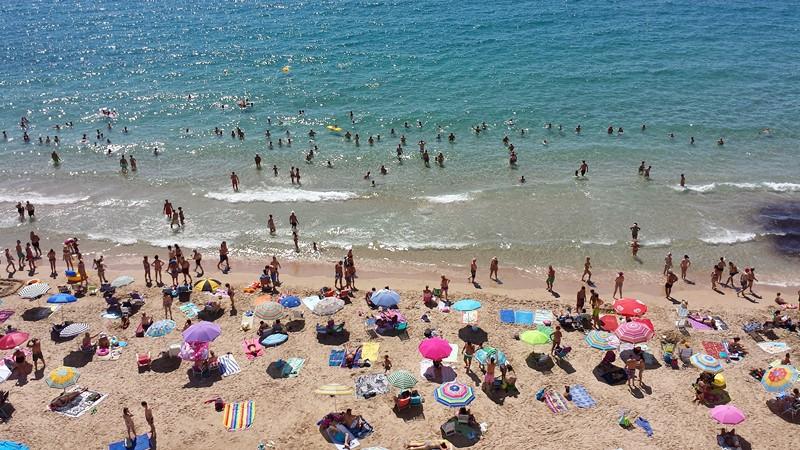 La hospitalidad, las playas y la oferta y calidad del alojamiento, las claves para fidelizar turistas de Benidorm