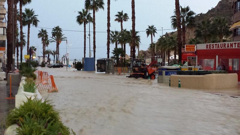 Finestrat y la CHJ preparan un proyecto para reducir el problema de las riadas en La Cala
