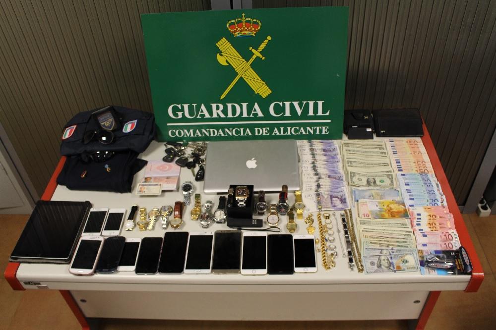 La Guardia Civil detiene a dos hombres que se hacían pasar por policías para robar