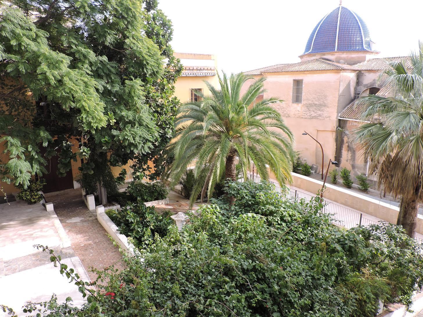 Acuerdo entre Dénia y la Iglesia para abrir al público los jardines del antiguo Hospital