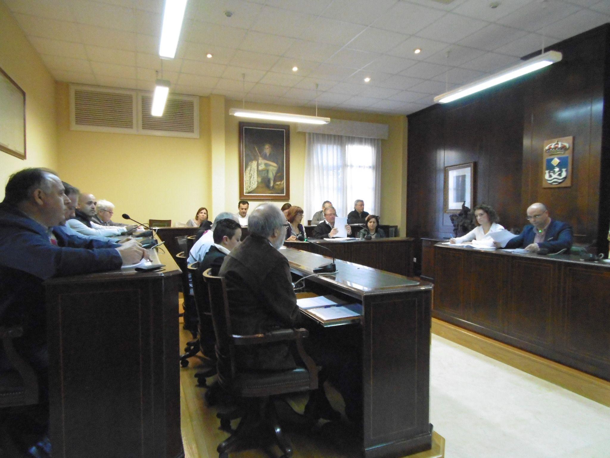 El gobierno hace 'encaje de bolillos' para cuadrar los presupuestos de La Vila
