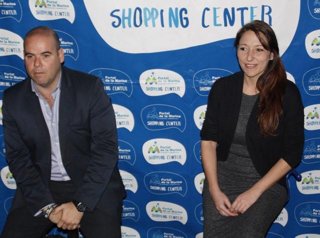 El director del centro comercial, Carlos Fita, y la subdirectora, Virginia Carrasco.