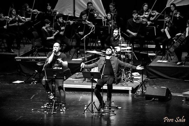 Aspencat sorprèn amb un concert en acústic en companyia de més de 30 músics