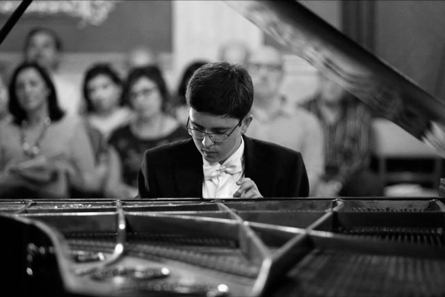 El joven talento Carlos Santo interpretará en el Auditori  de Teulada a los grandes compositores para piano