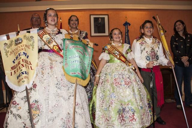 La Junta Fallera de Dénia pide disculpas por repartir banderines con faltas ortográficas