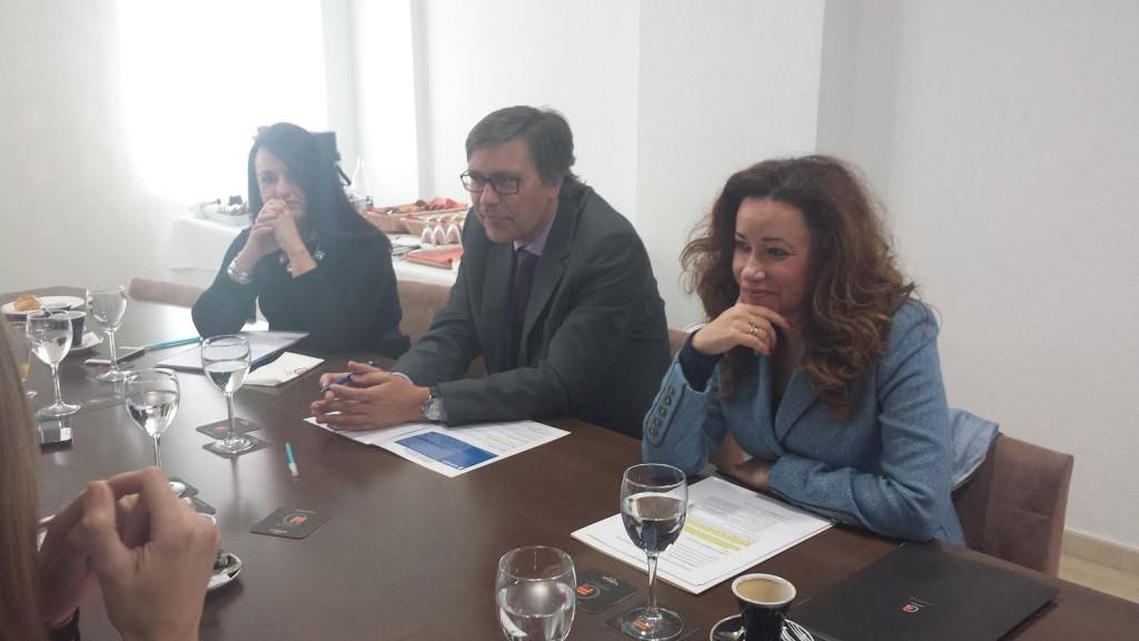 De izquierda a derecha: Nuria Montes (Hosbec), Javier Díez (Hidraqua) y Carmen Díaz (Icali)