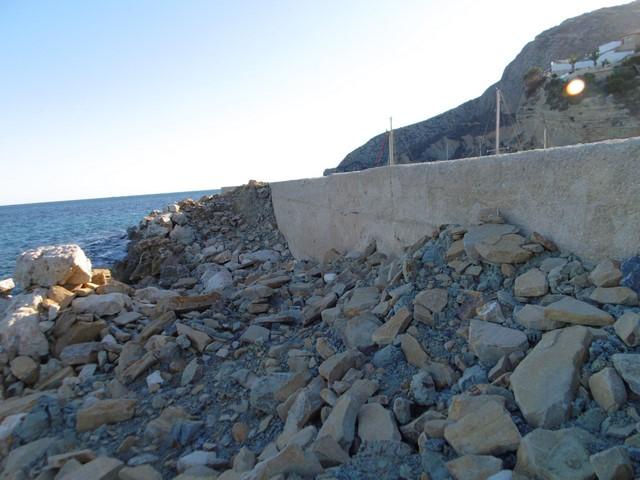 El Consell ordena la retirada de los barcos del puerto deportivo de Calp porque el dique amenaza ruina