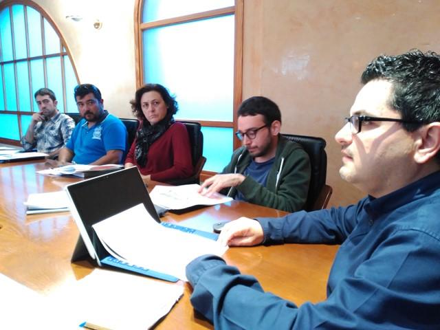 El coordinador del proyecto, Floren Terrades, expone en el pleno el plan de acción.