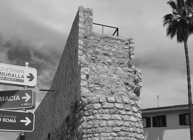 Reconstruido el remate de la muralla de Dénia