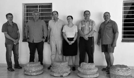 El Museu de Xàbia ingresa un conjunto de capiteles y bases de columnas romanas gracias a una donación