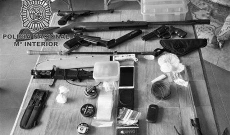 Armas y drogas en casa del amo de los pitbull que atacaron a dos ciclistas en Dénia