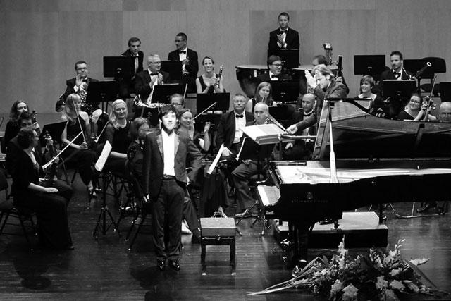 Brillante concierto de Haochen Zhang y la Orquesta de Cámara de la CV en el Auditori TM