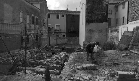 Dénia frena la degradación del solar que alberga dos casas almohades en el Loreto