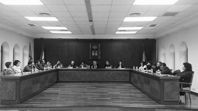 Compromís pide la renuncia de una concejala por su reiterada ausencia de los plenos de Pego