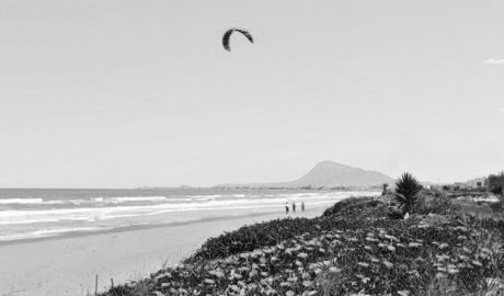 Las playas de la comarca, por primera vez sin banderas negras por contaminación