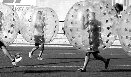 Bubble Soccer Marina Alta, esport i rialles amb el futbol bambolla
