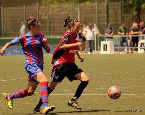 Sandra Castelló en un partido contra su antiguo equipo, el Levante U.D. FOTO: Jose Duato.