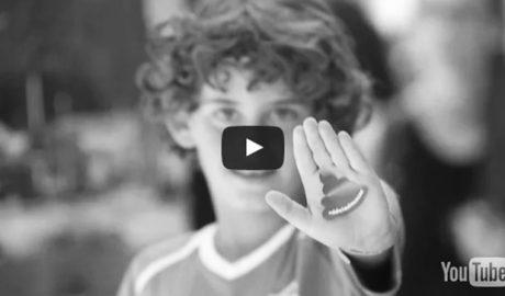 [VÍDEO] Dénia lava su imagen arrinconando a los incívicos (campaña anti-cacas, versión amable)