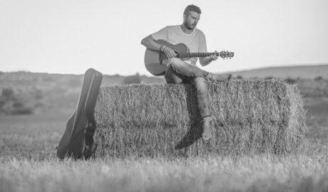 """Andreu Valor, cantautor: """"la música ha significado un trampolín importante para que no decayera la lengua"""""""