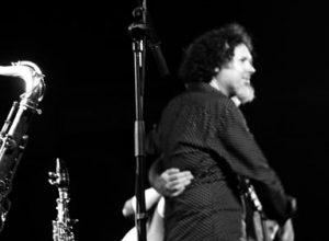 El Jazz fusión de Kiko Berenguer pone en pie al público del Música al Castell