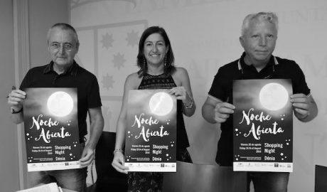 Estética «flower power» en una nueva noche abierta de Dénia con la participación de 110 comercios