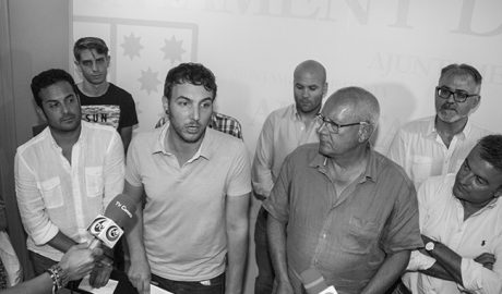 Los alcaldes se movilizan contra los recortes laborales en Marina Salud y piden la reversión