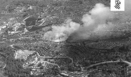 Gran despliegue de medios para sofocar un incendio en la Vall de Gallinera