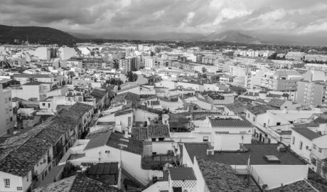 Dénia suspende licencias para nuevos bares y pubs en todo el barrio de Les Roques excepto el Loreto