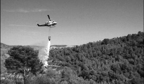 Medios aéreos y terrestres sofocan un nuevo incendio en Llíber