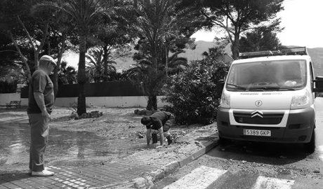 Cargan a una vecina de Dénia un recibo de agua de 8.200 euros por una fuga