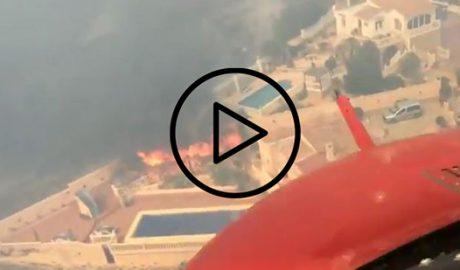 El infierno desde dentro (II): La lucha aérea contra el fuego en Xàbia y Benitatxell, en vídeo