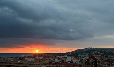 [LA FOTO] Andrés Fornés: El sol se asoma por un momento a Dénia