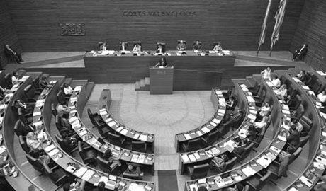 Les Corts exigen a Fomento que licite el Tren de la Costa antes de 2018